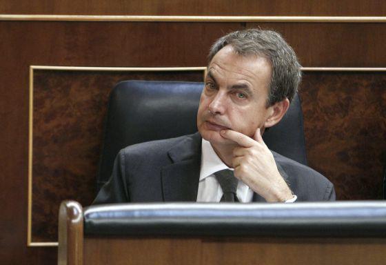 El presidente del Gobierno, José Luis Rodríguez Zapatero, en el Congreso (EFE)