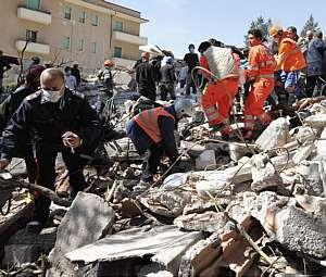 2 anos do grande terremoto do Haiti: tributo aos amigos que pereceram naquele desastre (3/4)