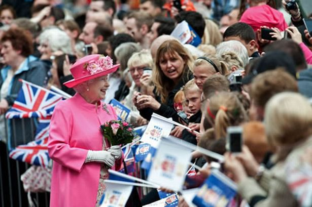 queen-elizabeth-glasgow-visit-04-07-12-image-1-654146202
