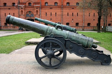 ancient-cannons-in-st-petersburg