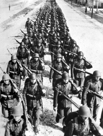Polish_infantry_marching_-2_1939