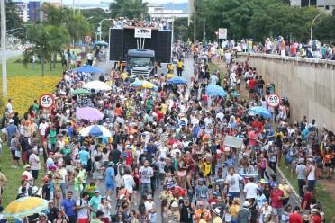 Brasília - Tradicional bloco de carnaval de Brasília, o Pacotão desfila pelas ruas da capital (Valter Campanato/Agência Brasil)